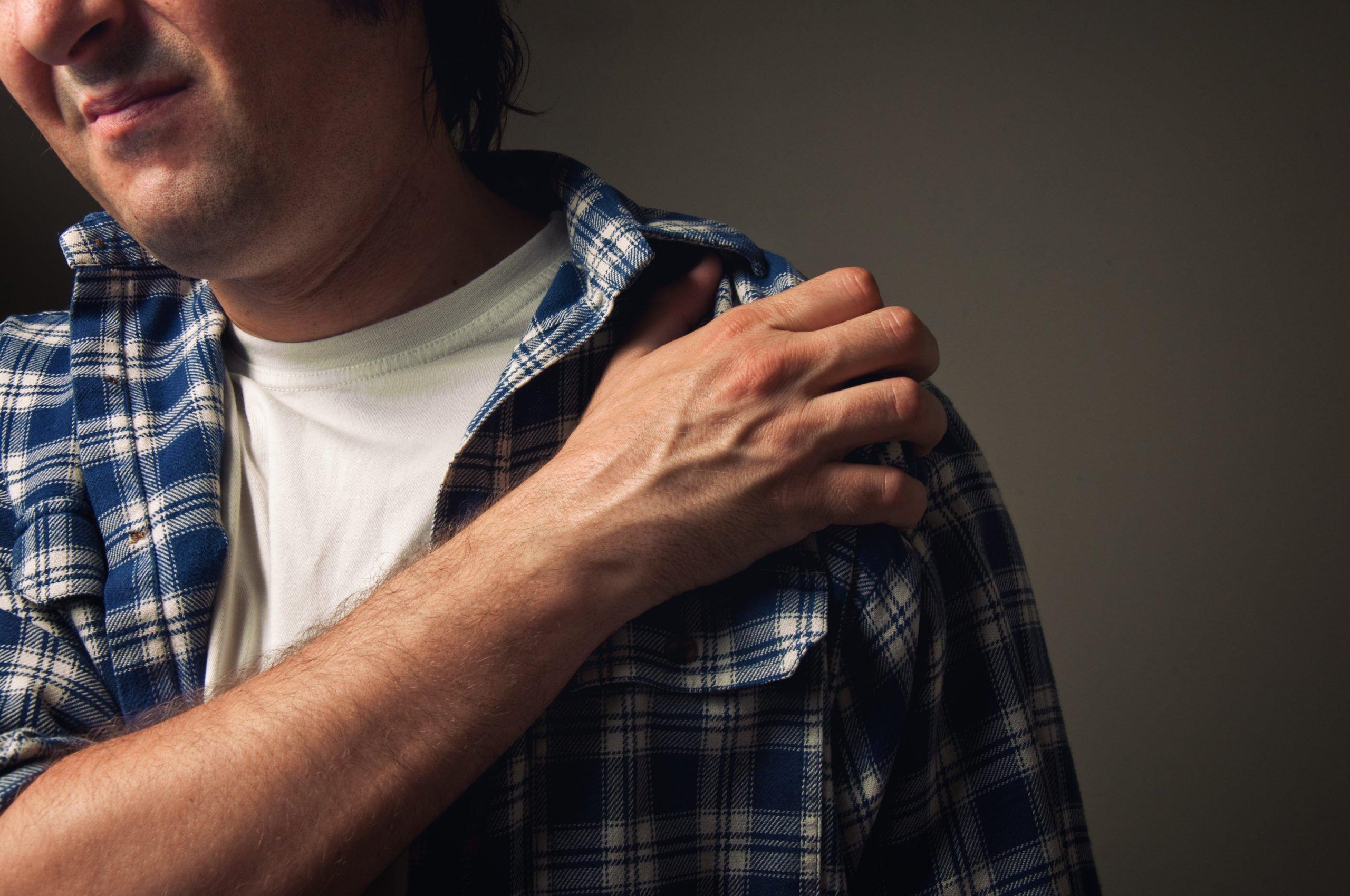 shoulder injury male